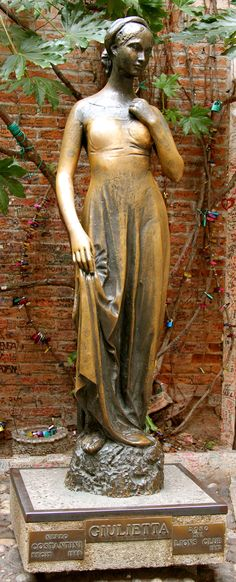 Statue of Juliet - Verona. One day I'll be here and take pictures of it! :))