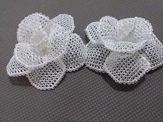 İğne Oyaları Beyaz Gül Yapılışı-How to make a white rose in needles Needle and thread are the only tools required to produce this lace made of t. Appliques Au Crochet, Crochet Bows, Crochet Motifs, Thread Crochet, Bobble Crochet, Crochet Stitch, Crochet Flower Tutorial, Crochet Flower Patterns, Crochet Designs