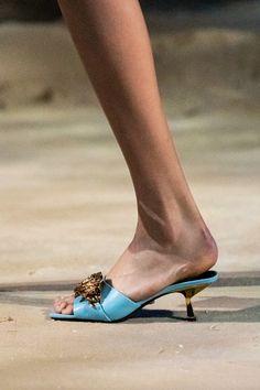 Fashion Shoes, Fashion Accessories, Milan Fashion, Women's Fashion, High End Shoes, High Heels, Spring Hats, Spring Summer, Classic Chic