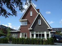 Dertiger jaren villa met hoekkozijnen en asymmetrische opzet in de Meern, Utrecht- 01 Architecten -ontworpen door Dennis Kemper tijdens de periode dat hij bij EVE-architecten werkte.