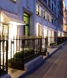 Montaigne avenue - Haute Couture stores street