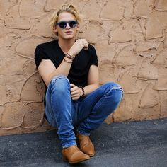 Cody Simpson // hey im Kyle im 16 and I surf and skate. Im super chill and love music, mostly indie and alternative. Men Celebrities, Celebs, Cody Simpson, Young Actors, Fine Men, Justin Bieber, My Best Friend, Male Models, Mom Jeans