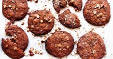 These choc-hazelnut cookies by Leah Itsines are deeeeelicious. They're a super amazing snack that won't take you long to prepare or bake, they're the. Healthy Treats, Healthy Recipes, Hazelnut Cookies, Dessert Table, Nutella, Meal Planning, Sweet Treats, September, Snacks