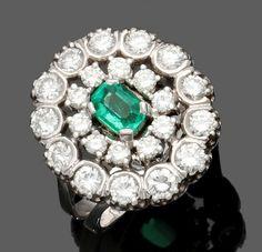 Damenring mit einem hochwertigen Smaragd und Brillantlünette585er WG, gestemp. 1 Smaragd im oktogon — Schmuck