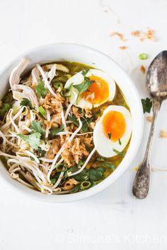 Onze variant op de traditionele soto ayam (oftewel kippensoep) vind je hier.