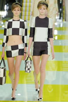 Louis Vuitton Spring Summer 2013 Loved EVERY single piece! Runway Fashion, Spring Fashion, Fashion Show, Paris Fashion, Pre Owned Louis Vuitton, Vintage Louis Vuitton, Sixties Fashion, Designer Collection, Cool Style