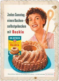 Mit Frau Renate und Dr. Oetker machte das Backen des Sonntagskuchens Spaß. Anzeige , 1959