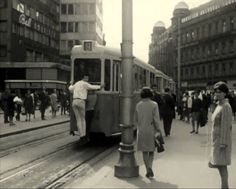Zagreb tram and the way of catching a ride - pulferasi #zagreb #oldtimes #oldpictures #19century #blacknwhite #photography #lobagolabnb