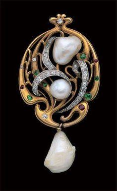 Édouard Colonna - Art Nouveau Brooch/Pendant. Gold, Diamond, Emerald, Ruby and Fresh Water Pearls. France. Circa 1900.