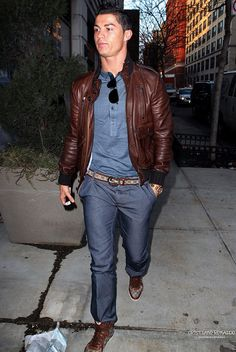 Top 10 casual looks of Cristiano Ronaldo Cristiano Ronaldo Style, Cristiano Ronaldo Cr7, Ronaldo Real, Men's Leather Jacket, Leather Jeans, Leather Jackets, Gq Style, Brown Fashion, Men's Fashion
