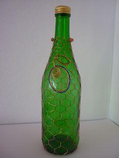 Pálené budiž pochválené - švestka II. Metal Jewelry Making, Wire Jewelry, Wire Art, Bottle Art, Wine Bottles, Mixed Media Art, Wire Wrapping, Sculpture, Crafty
