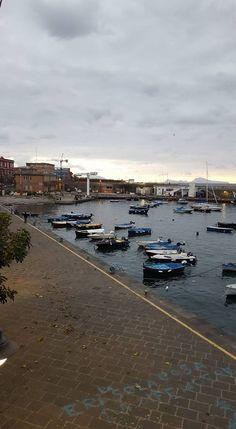 Boat traffic - Photo taken in Naples