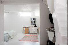 The home of Petra Bindel - Nordic Design Scandinavian Interior Design, Scandinavian Home, Basement Bedrooms, Home Bedroom, Bedroom Ideas, Let's Go To Bed, White Bedroom Design, Simply Home, Interior Design Inspiration