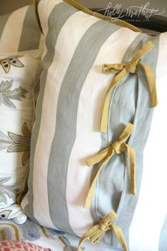 Pillow ties