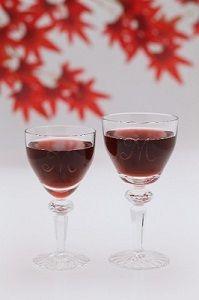 赤ワインを飲む人は認知症の発症率が半分以下になるそう。認知症の情報