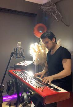 Barış Demirel - Singer & Producer Barista, Turntable, Singer, Record Player, Baristas, Singers