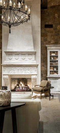 Tuscan design – Mediterranean Home Decor Tuscan Design, Tuscan Style, Fireplace Surrounds, Fireplace Design, Foyers, Beautiful Interiors, Beautiful Homes, Mediterranean Homes, Mediterranean Fireplaces