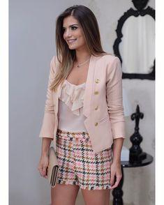 {Nova coleção @littbrasil 💗} Short de tweed, regatinha e blazer lindo com botões dourados.  Casual chique que a gente ama! 💗
