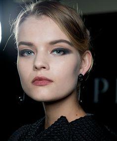 Armani Privé Este otoño el maquillaje empodera a la mujer http://www.bellezaactiva.com/2014/09/23/maquillaje-otono-2014/