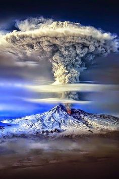 Incredible and breathtaking weather phenomena. Mother Nature is a true artist, You must see it! Volcano eruption, rainbow and lightning, tornadic supercell . Nature Pictures, Cool Pictures, Cool Photos, Beautiful Pictures, Pics Of Nature, All Nature, Science And Nature, Amazing Nature, Beautiful World