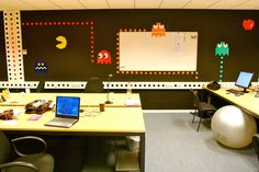 Cool wall stickers! I want my office in that style as well..