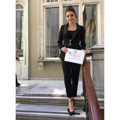 430.1 тыс. отметок «Нравится», 4,889 комментариев — Hande Erçel (@handemiyy) в Instagram: «İstanbul Üniversitesi Kültür Kulübü'ne çok teşekkürler ve sevgiler Benim Speedy Gonzales Ekibim…»