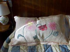 cuscino per decorare letto ricamato punto erba, retini di fondo, punto nodo