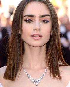 ♥ Pinterest: DEBORAHPRAHA ♥ Lily Collins has the perfect eyebrows! I love this makeup look, defined eyeliner and natural