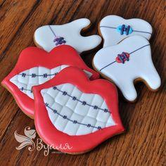 Вот такое великолепие 👌🏻😃 будет близко всем стремящимся к идеалу ☺️🙂 и прошедшим боль и слезы от ношения брекетов 😜😉. Комплимент для сети стоматологических клиник. #имбирноепеченье #имбирныепряники #сладости #улыбка #smile #dental #fun #happy #дети #ребенок #любовь #москва #подарок #вкусныйподарок #вкусный #сюрприз #малыш #праздник #деньрождения #подруга #девичник #вечеринка #комплимент #корпоратив #сладкийстол #сделанослюбовью #candybar #cookies #handmade