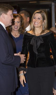 King Willem-Alexander and Queen Maxima of The Netherlands attends the jubilee concert of the Residentie Ochestra in the Dr. Anton Philipszaal in The Hague, The Netherlands, 21 November Royal Fashion, Fashion Looks, Queen Of Netherlands, La Haye, Estilo Real, Mob Dresses, Queen Maxima, Mode Hijab, Celebs
