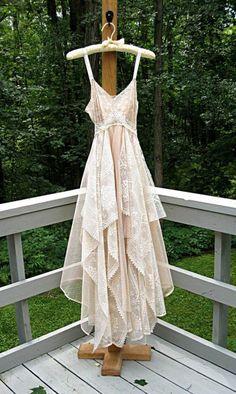 Ein Traum aus Tüll und Spitze für jede Boho-Braut. #bridetobe #kartenmacherei #hochzeit #hochzeitsinspiration #hochzeitskleid