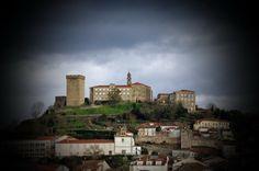 el emblema de la ciudad de Monforte de Lemos-Galicia es el Castillo de San Vicente.