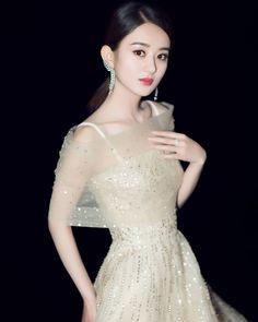 "1,195 Likes, 1 Comments - Zhao Li Ying 赵丽颖 (@zhaoliying_fanpage) on Instagram: ""一见吾王误终身 ❤ #赵丽颖 #颖宝 #zaniliazhao #zhaoliying #triệulệdĩnh #trieuledinh #趙麗穎"""
