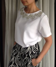 Blusa com aplicacao de renda termocolante #diy #costura
