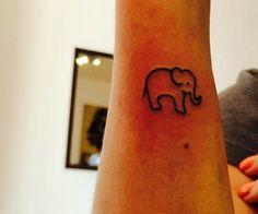 tattoo-handgelenk-aussen-elephanten-gluecksbringer