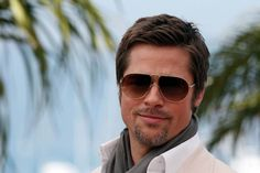 Brad Pitt attends the Inglourious Basterds Photocall held at the Palais Des Festivals during the International Cannes Film Festival on May 2009 in Cannes Young Mens Hairstyles, Mens Medium Length Hairstyles, Popular Mens Hairstyles, Cool Mens Haircuts, Straight Hairstyles, Short Hairstyles, Fringe Hairstyles, Medium Hair Styles, Curly Hair Styles