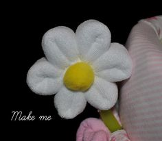 Baby Washcloth Daisy, WashAgami ™, for a diaper cake Instructional Video Washcloth Lollipops, Baby Washcloth, Washcloth Cupcakes, Towel Origami, Towel Animals, Photo Prop, Nappy Cakes, Towel Crafts, Baby Crafts