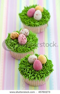 @Courtney Baker McFadden: easter cupcake ideas - Court - I could so see you making these.
