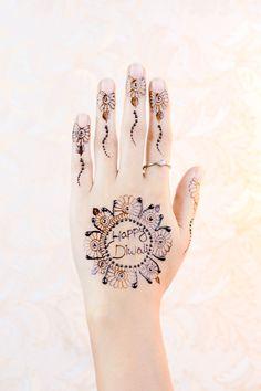 7 Alarming Tattoos Models Human Hand With Tattoo Latest Mehndi Design Images, Stylish Mehndi Designs, Arabic Mehndi Designs, Henna Tattoo Designs, Mehandi Designs, Tattoo Ideas, Mehndi Simple, Girls Hand, Beautiful Tattoos