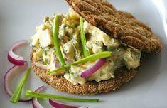 zadanie - gotowanie: Gubbrora - sałatka z jajek i anchois.