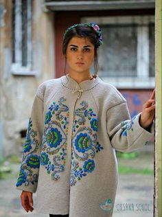 (43) Одноклассники Embroidery On Clothes, Embroidery Suits, Embroidered Clothes, Folk Fashion, Ethnic Fashion, Winter Fashion, Dress Up Diary, Painted Clothes, Costume Design