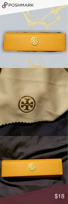 🐡Tory Burch small glasses case like new Magnetic closure. Tory Burch AUTH glasses case. Small. Comes with cleaning cloth. Like new. Tory Burch Accessories