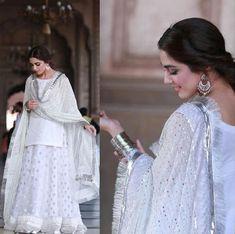 Beautiful Pakistani Dresses, Beautiful White Dresses, Pakistani Dresses Casual, Pakistani Dress Design, Indian Bridal Outfits, Indian Designer Outfits, Bridal Dresses, Ceremony Dresses, Wedding Outfits