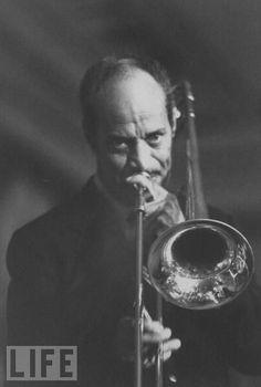 Vic Dickenson (August 6, 1906 - November 16, 1984) American jazz trombone player… Jelly Roll Morton, Jazz Cat, Swing Jazz, Jazz Poster, R&b Soul, Jazz Musicians, Trombone, Jazz Blues, Music Photo
