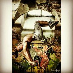 URBAN ART BY @sandraaerialist  #handstand #handbalance #contortion #urbanart #handstandaroundtheworld…