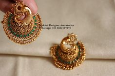 Gold Jewelry Design In India Indian Jewelry Earrings, Jewelry Design Earrings, Gold Earrings Designs, Pendant Jewelry, Antique Earrings, Jewellery Rings, Chand Bali Earrings Gold, Indian Gold Jewellery, Earings Gold