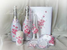 Свадебные наборы. бокалы1200р,декор 2 бутылок 1800+стоимость шампанского, 3 свечи 750р,значки 300р,подушечка 500р, папка для свидетельства 900р (Свадьбы)