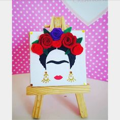 Frida Kahlo's portrait of mini canvas. Hand-painted with acrylic paint. Decorated with handmade felt flowers. Take a wooden mini easel with you. Small Canvas Art, Easy Canvas Painting, Mini Canvas Art, Easy Paintings, Kahlo Paintings, Flower Canvas, Acrylic Art, Line Art, Art Drawings