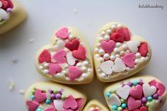 Pralinki-serduszka z białej czekolady / White chocolate heart pralines