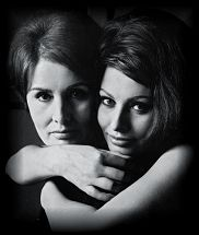 Sophia Loren with her mother Romilda Villani, Rome by Irving Penn Mother Daughter Pictures, Mom Daughter, Mother And Child, Mother Daughters, Sophia Loren, Carlo Ponti, Family Portraits, Family Photos, Family Posing